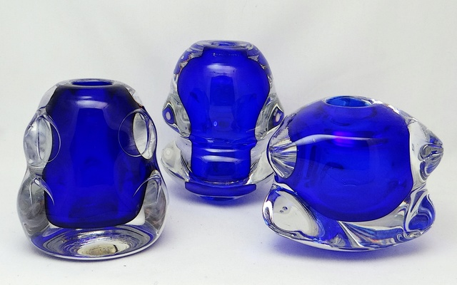 ID help S/3 Knobbly Shaped Glass Vases  Dsc05413