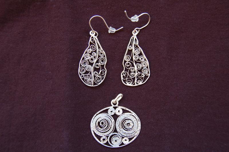 Boucles d'oreilles en filigrane d'argent . Dsc_4511