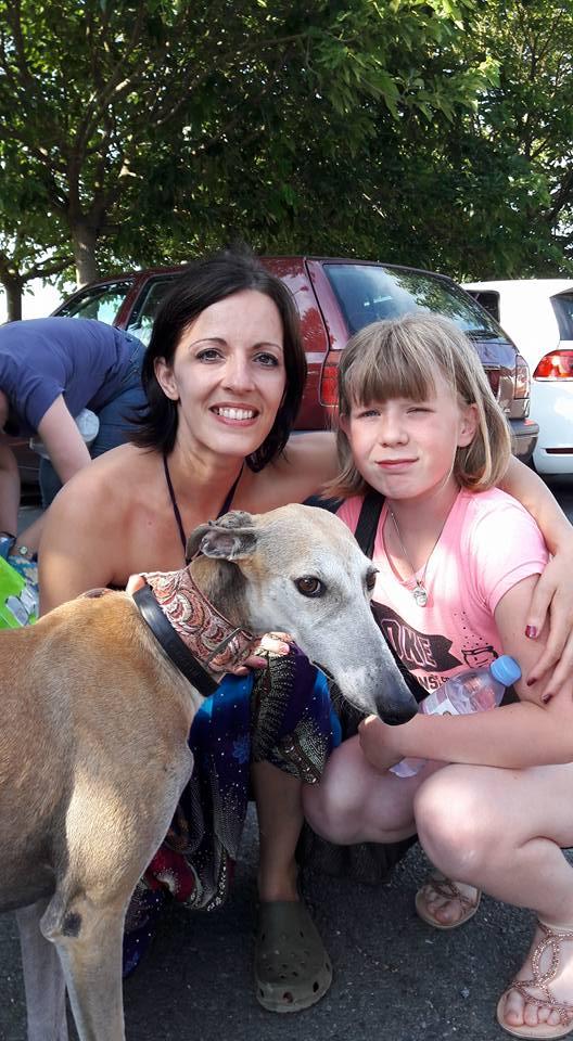 Mini Isabel, petite galga, marron clair, 6 ans  Adoptée  - Page 2 09910