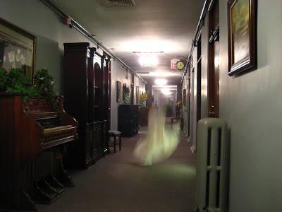 fantomes a  l hotel  , prise sur le net 13083111