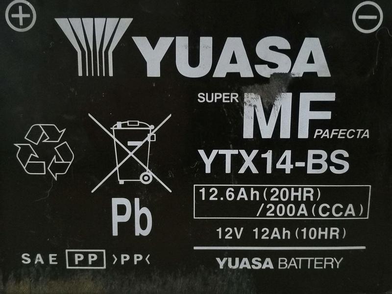 Batterie Yuasa YTX-14BS XJR 1300 Img_2030