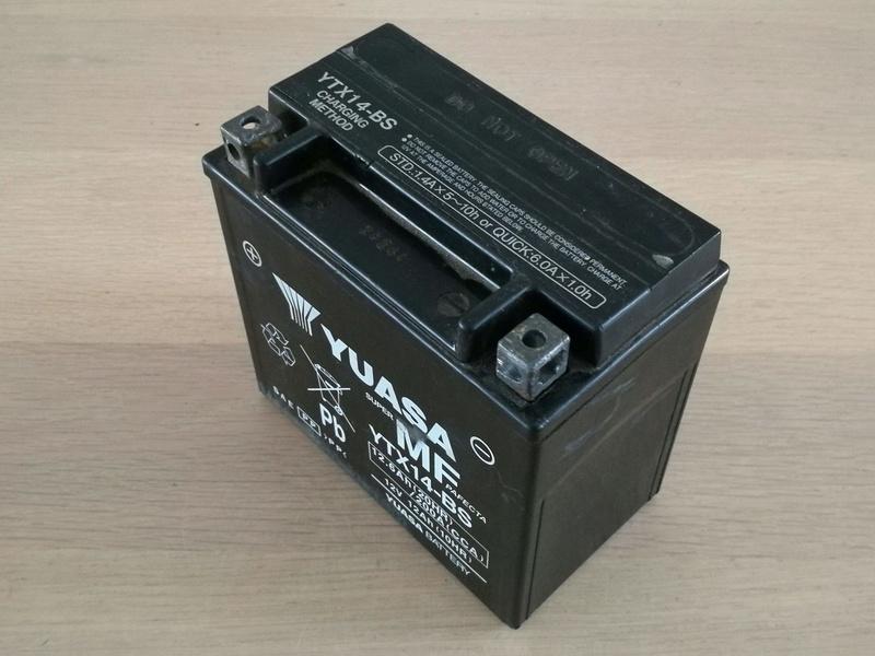 Batterie Yuasa YTX-14BS XJR 1300 Img_2031
