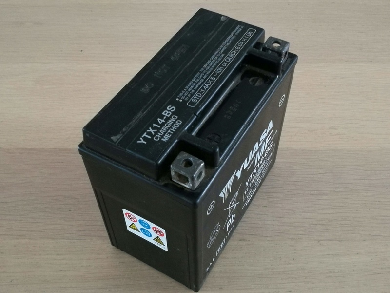 Batterie Yuasa YTX-14BS XJR 1300 Img_2034
