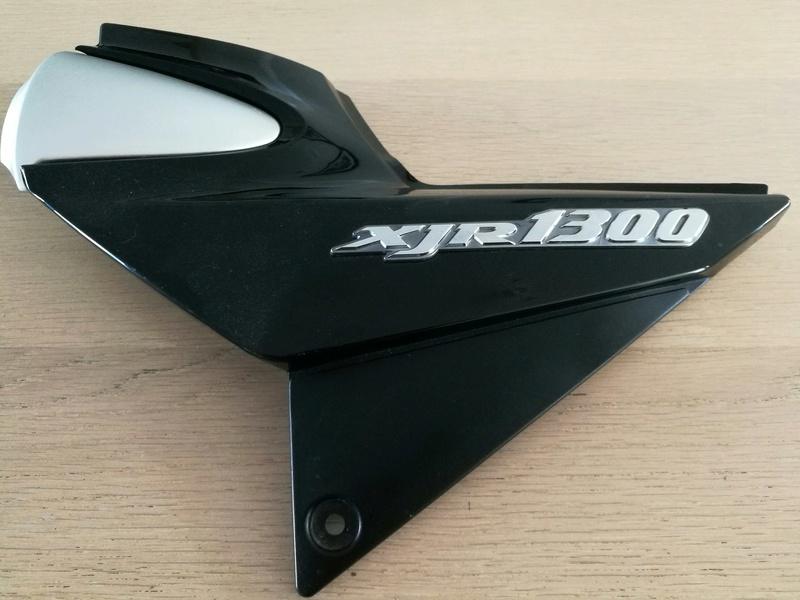 Caches latéraux Yamaha XJR 1300 2002-2007 Img_2042