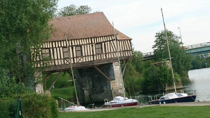 Chateau des Tourelles & Vieux Moulieu de Vernonnet 18425310
