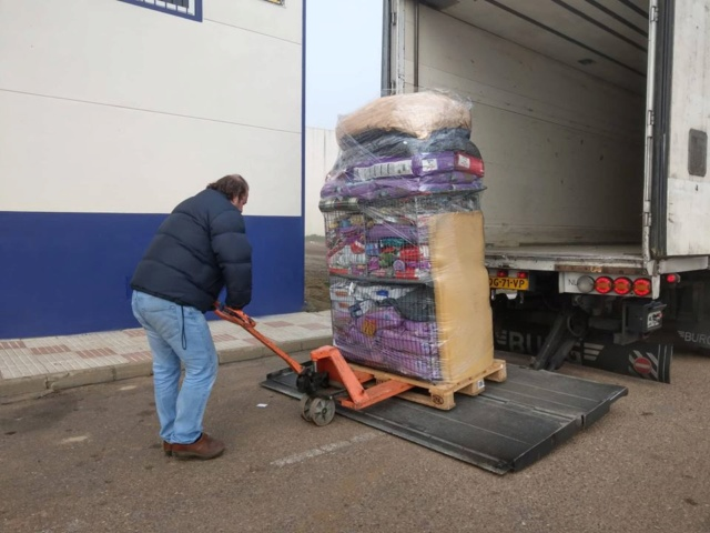 6 jan, ook de 2 pallets zijn aangekomen bij Villa Felis 49616510