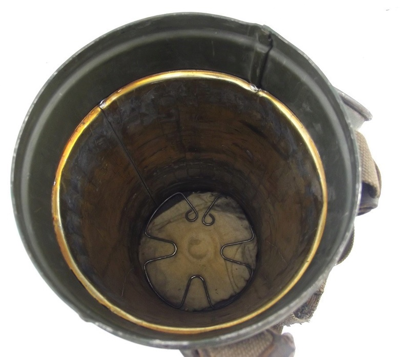 un masque a gaz sympa Dscf4440
