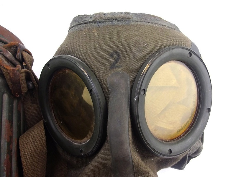 un masque a gaz sympa Dscf4444