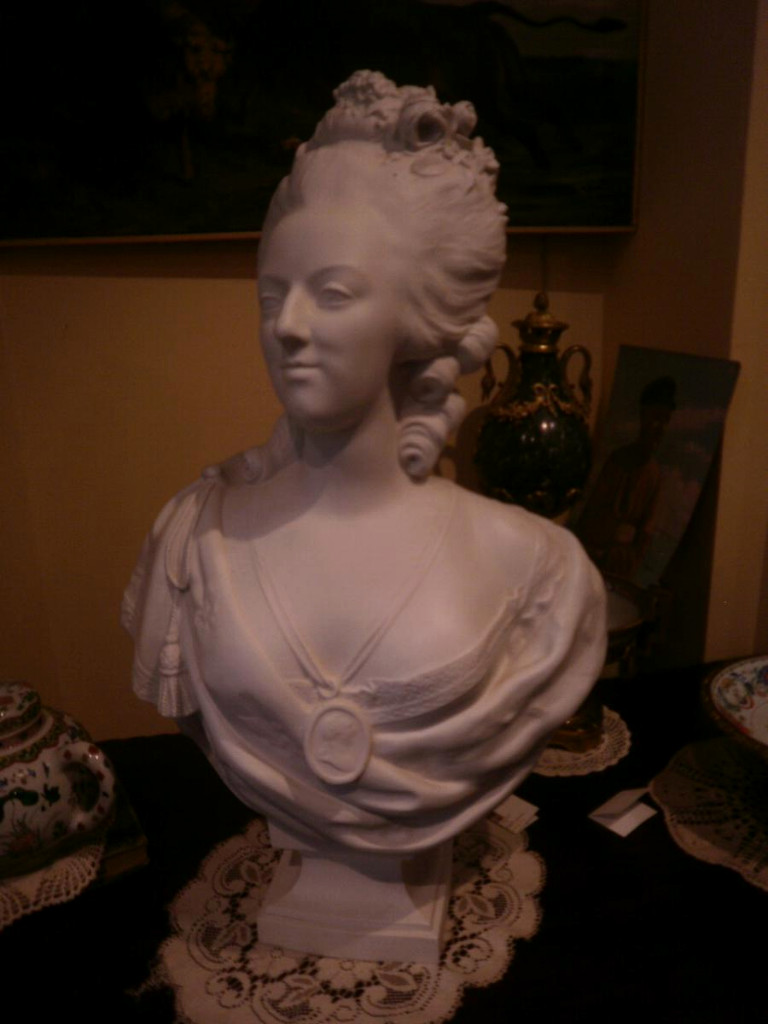 A vendre: bustes Marie Antoinette - Page 6 88db1510