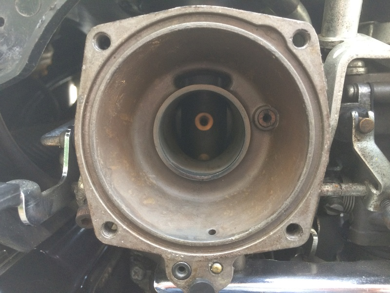 Retour de gaz dans carburateur avant gauche Img_2112