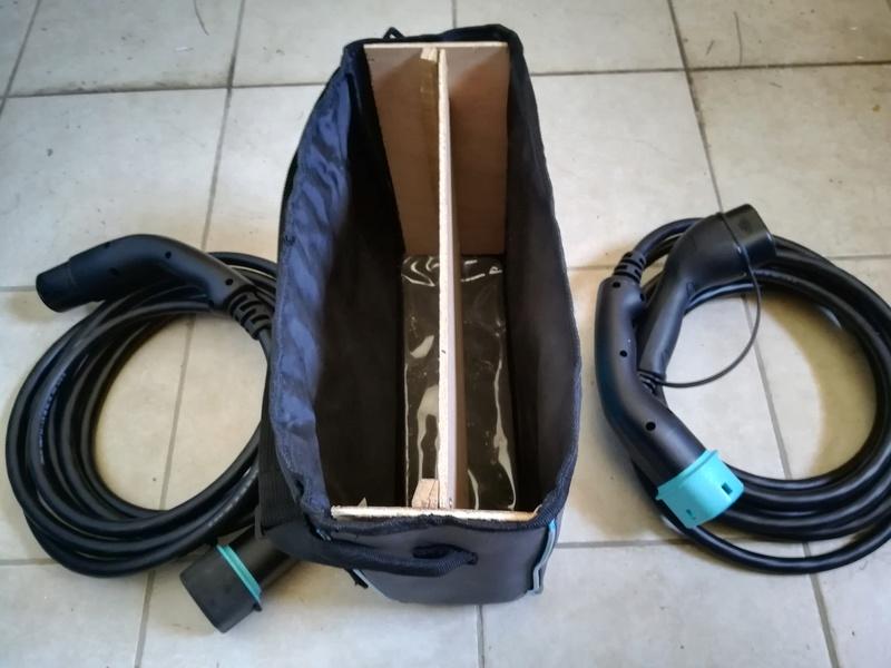 Rangement des câbles : Fabrication d'un double fond de coffre - Page 3 Img_2012
