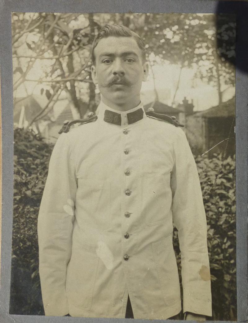 2 uniformes à identifier P1050719