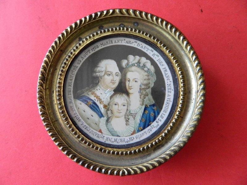 A vendre: Louis XVI et Marie Antoinette - Page 4 Zzzfon10