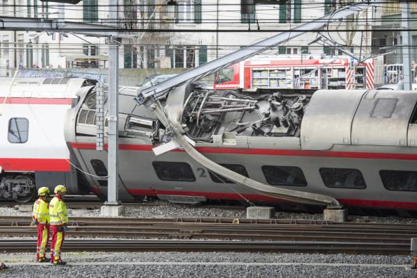 Déraillement d'un ETR 610 - Lucerne - Suisse 20319710