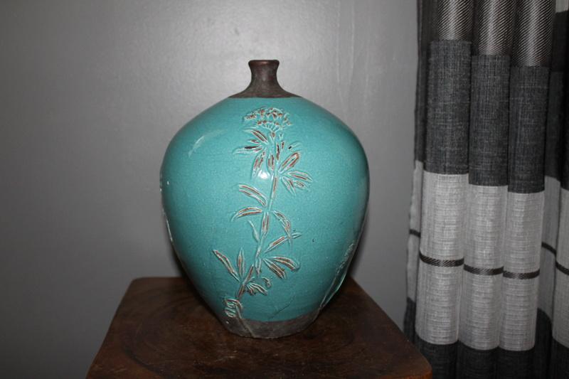 pottery vase-maker?? origin?? Help much appreciate it - thanks Img_3219