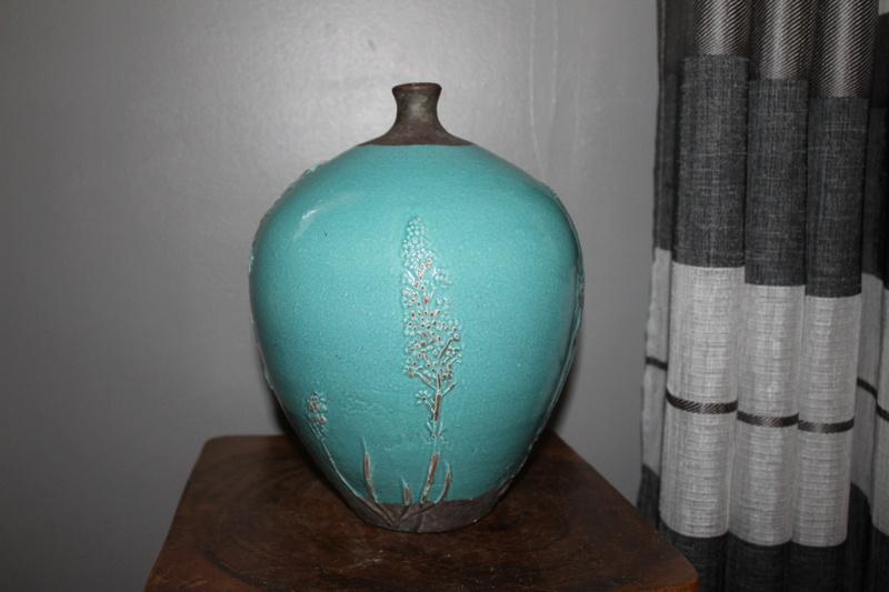 pottery vase-maker?? origin?? Help much appreciate it - thanks Img_3222