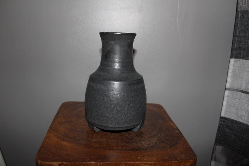 very odd shape vase-maker??origin?? Img_4616