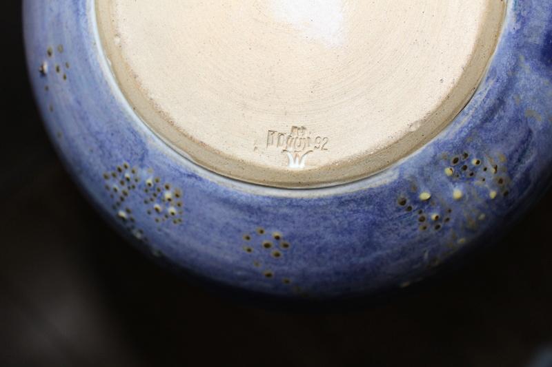Mark on pottery?? Img_5216