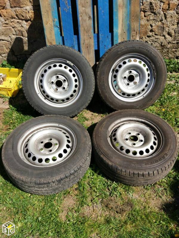 A vendre 4 pneus + jantes tôles 935a4a10