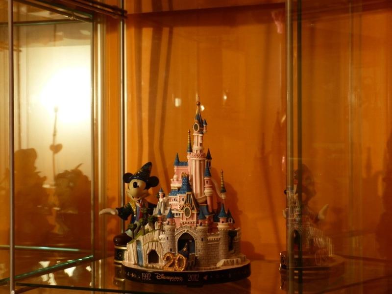 Présentation du Merchandising des 25 ans de Disneyland Paris - Page 4 7604710