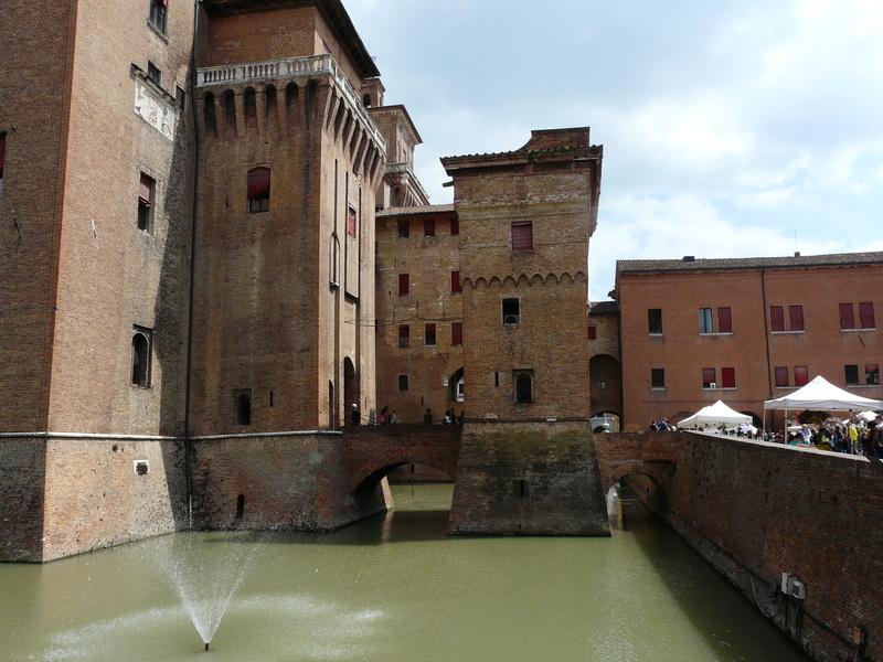 Le château d'Este à Ferrare (Italie) P1240910