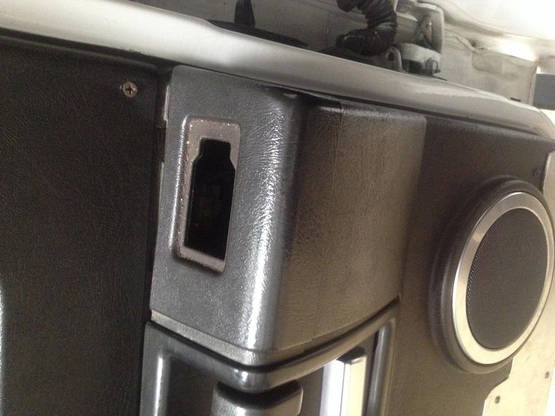 Recherche garniture de porte arrière droite  Img_0111