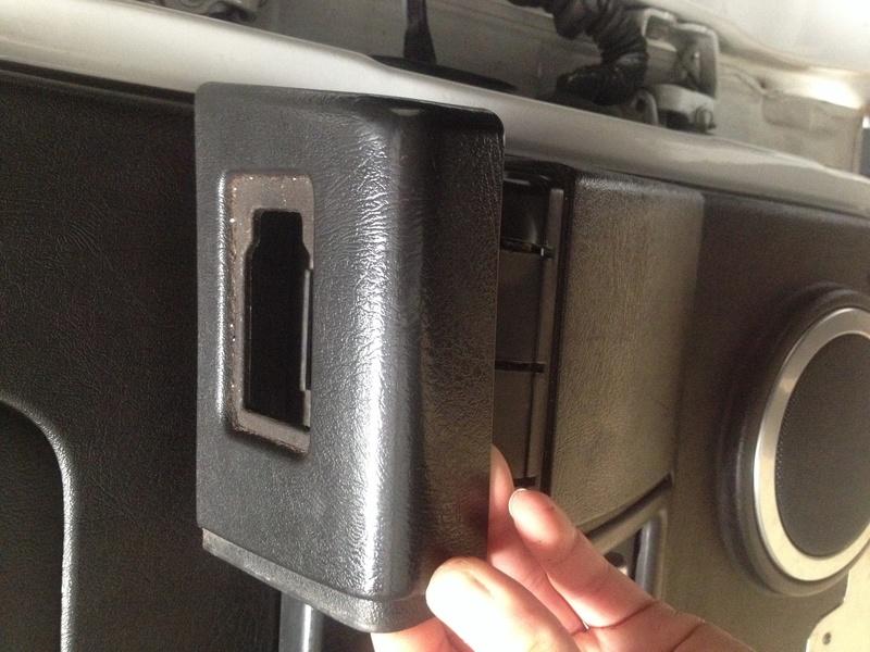 Recherche garniture de porte arrière droite  Img_0112