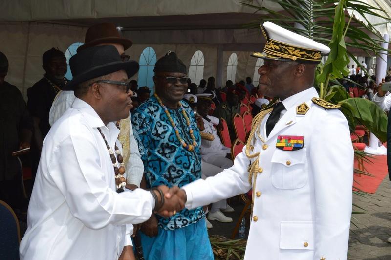 Forces Armées Camerounaises - Page 5 A1704810