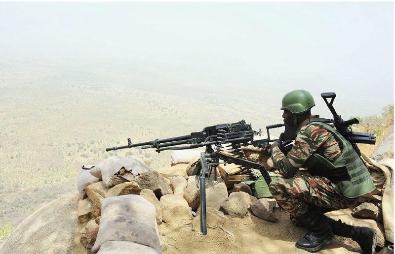 Forces Armées Camerounaises - Page 5 A1798110