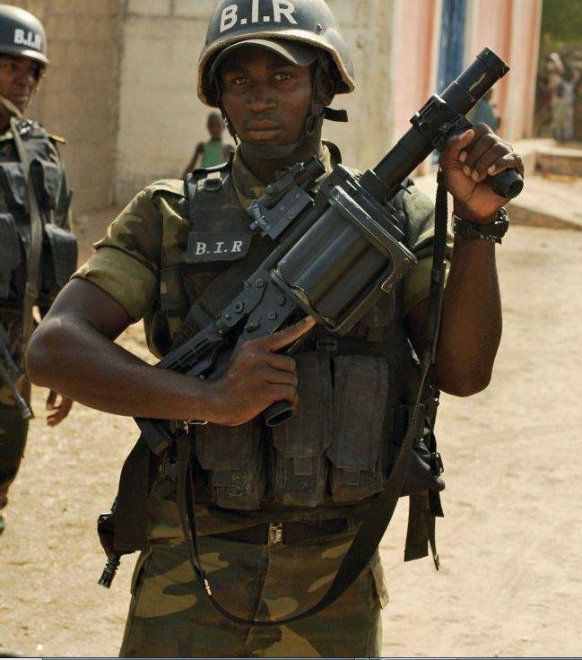 Forces Armées Camerounaises - Page 5 A1798210