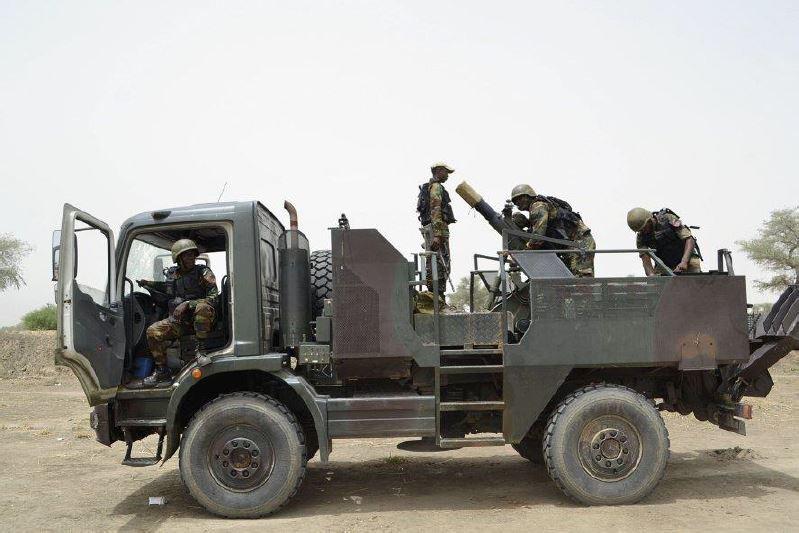 Forces Armées Camerounaises - Page 5 A1798710