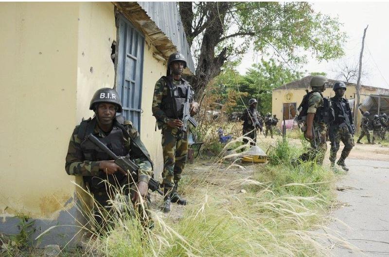 Forces Armées Camerounaises - Page 5 A1798810