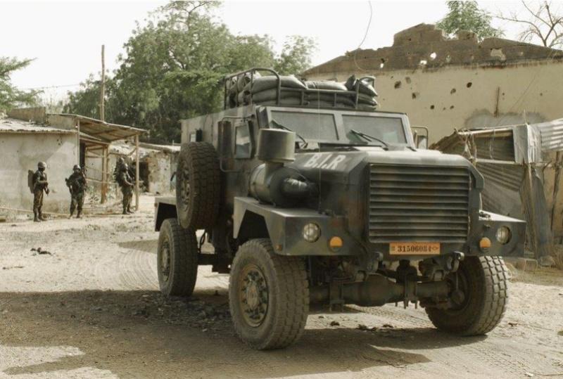 Forces Armées Camerounaises - Page 5 A1798910