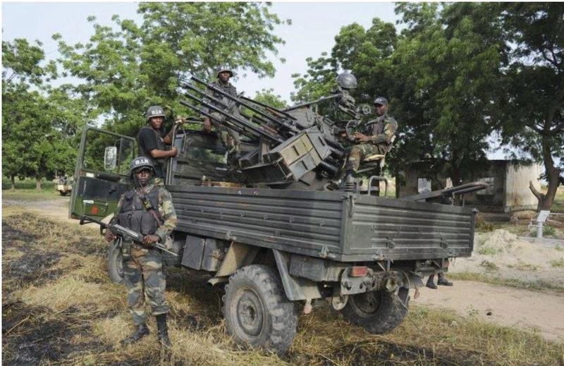 Forces Armées Camerounaises - Page 5 A1799210