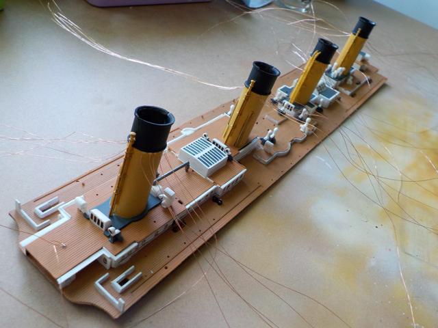 Titanic 1/400 de Revell - Page 9 Dscn1115