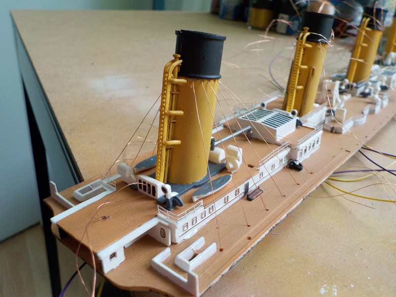 Titanic 1/400 de Revell - Page 9 Dscn1614
