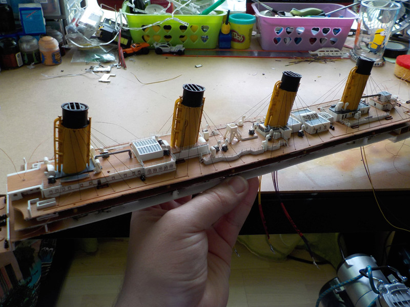 Titanic 1/400 de Revell - Page 10 Dscn1615