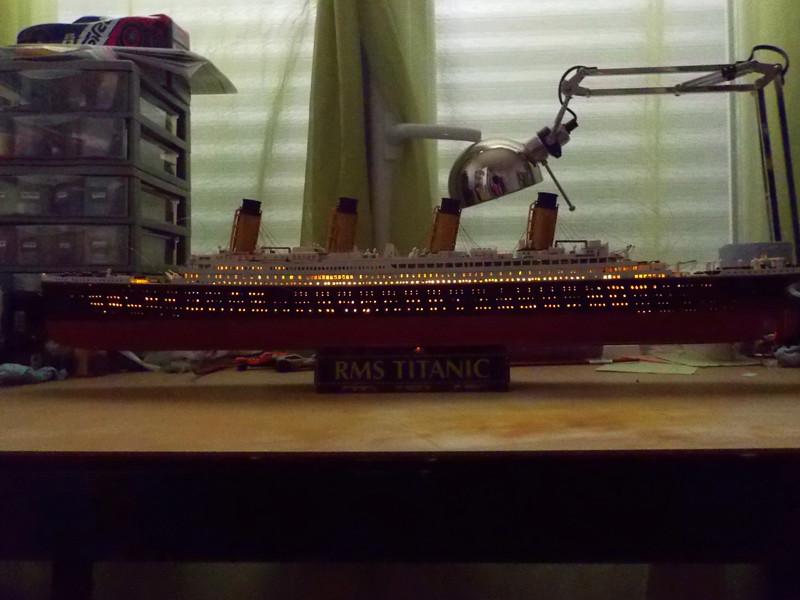 Titanic 1/400 de Revell - Page 10 Dscn1915