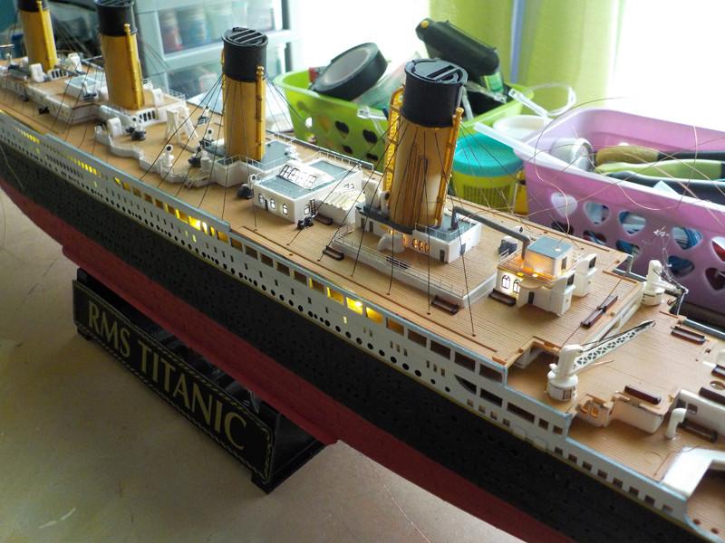 Titanic 1/400 de Revell - Page 10 Dscn1919