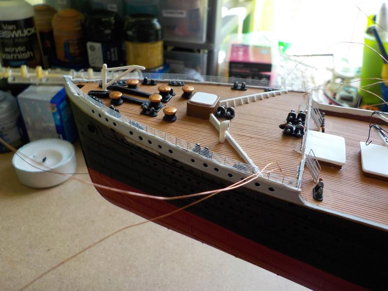 Titanic 1/400 de Revell - Page 10 Dscn1926