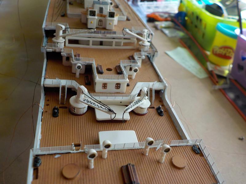 Titanic 1/400 de Revell - Page 10 Dscn1931