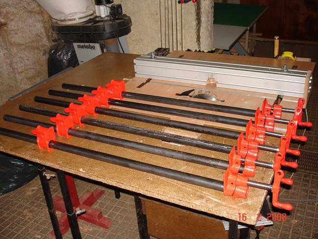 Rangement serre-joint avec 3 bouts de chutes. 2008-010