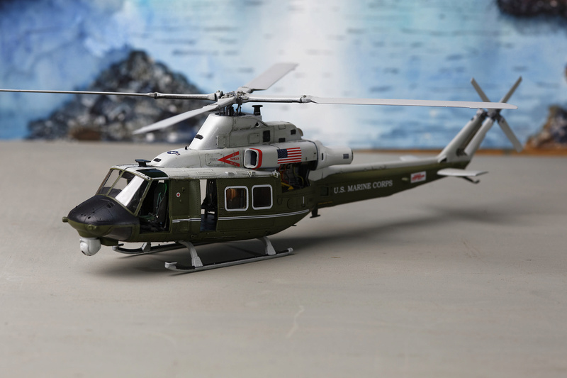 UH-1Y VENOM 1/48 Kitty Hawk  _ano5210