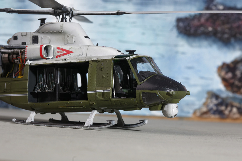 UH-1Y VENOM 1/48 Kitty Hawk  _ano5211