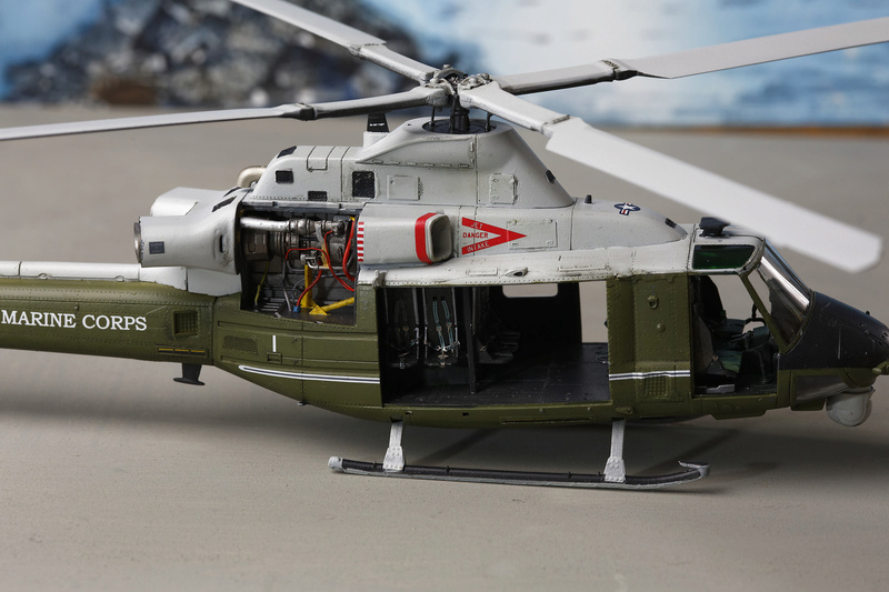 UH-1Y VENOM 1/48 Kitty Hawk  _ano5212