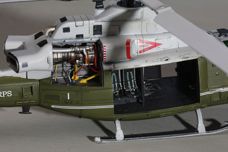UH-1Y VENOM 1/48 Kitty Hawk  _ano5213