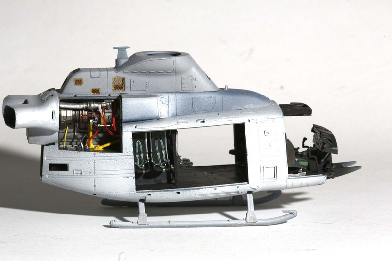 UH-1Y VENOM 1/48 Kitty Hawk  Uhy42611