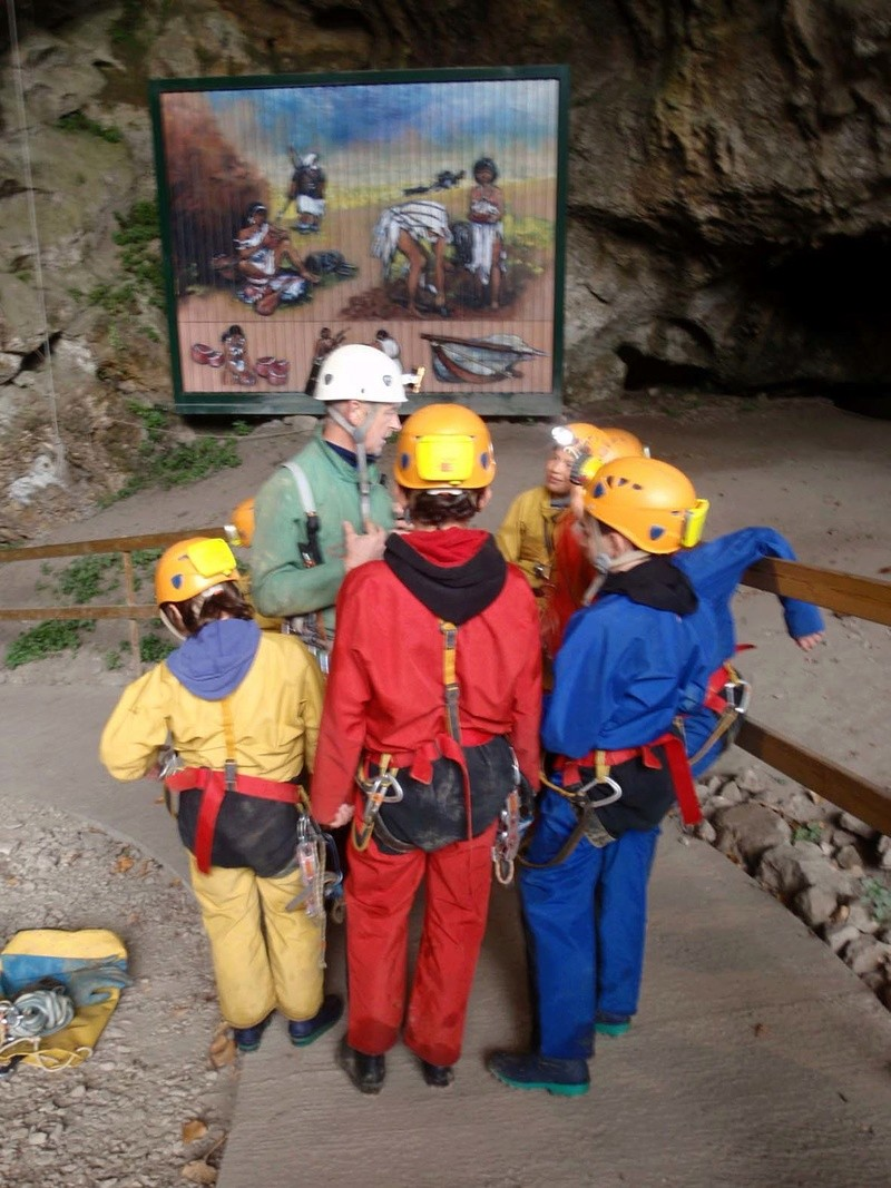 Spéléologie pour tous : ateliers spéléo en famille dans les Grottes du Cerdon  Activi10