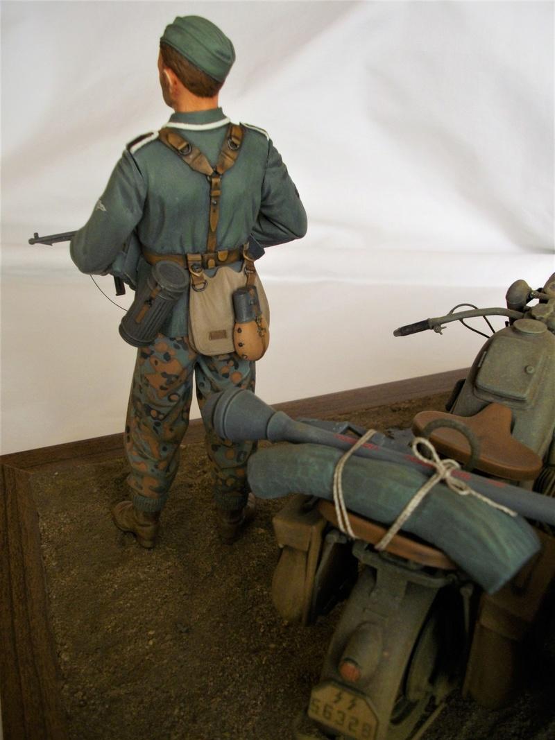 Figurine de Panzergrenadier Verlinden au 200 mm + BMW 750 side car Esci 1/9 Imgp0819