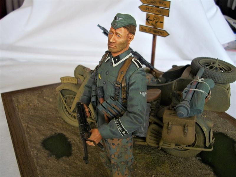 Figurine de Panzergrenadier Verlinden au 200 mm + BMW 750 side car Esci 1/9 Imgp0820